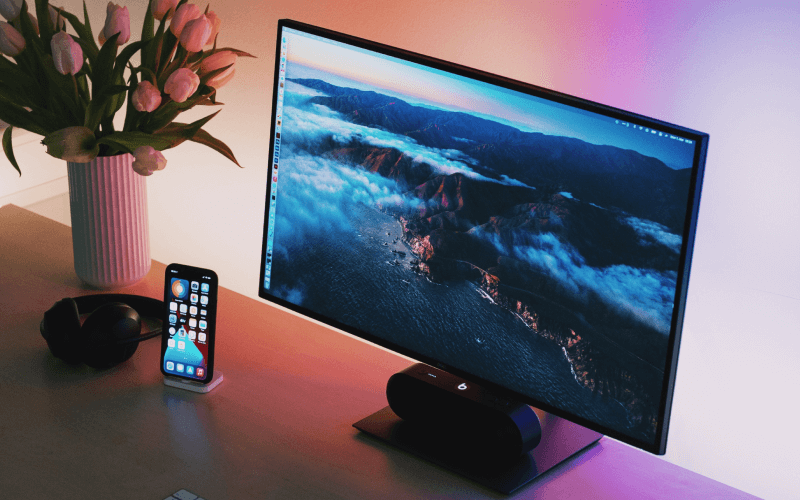 dell-monitor-on-tech-setup-desk